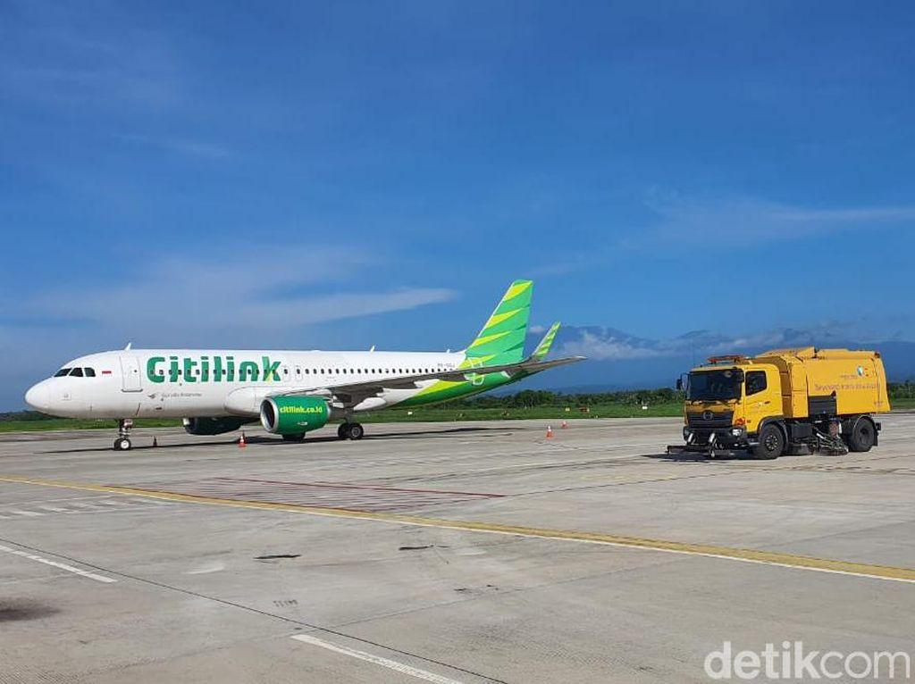 Bandara Banyuwangi Buka Usai Bersihkan Sisa Abu Vulkanik Gunung Raung