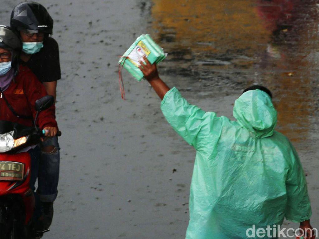 Prakiraan Cuaca 5 Maret: Hujan Lebat di Pesisir Selatan Sumatera-Jawa