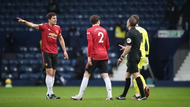 Manchester United's Harry Maguire, left, argues with referee Craig Pawson during the English Premier League soccer match between West Bromwich Albion and Manchester United at the Hawthorns stadium in West Bromwich, England, Sunday, Feb. 14, 2021. (Nick Potts/Pool Photo via AP)