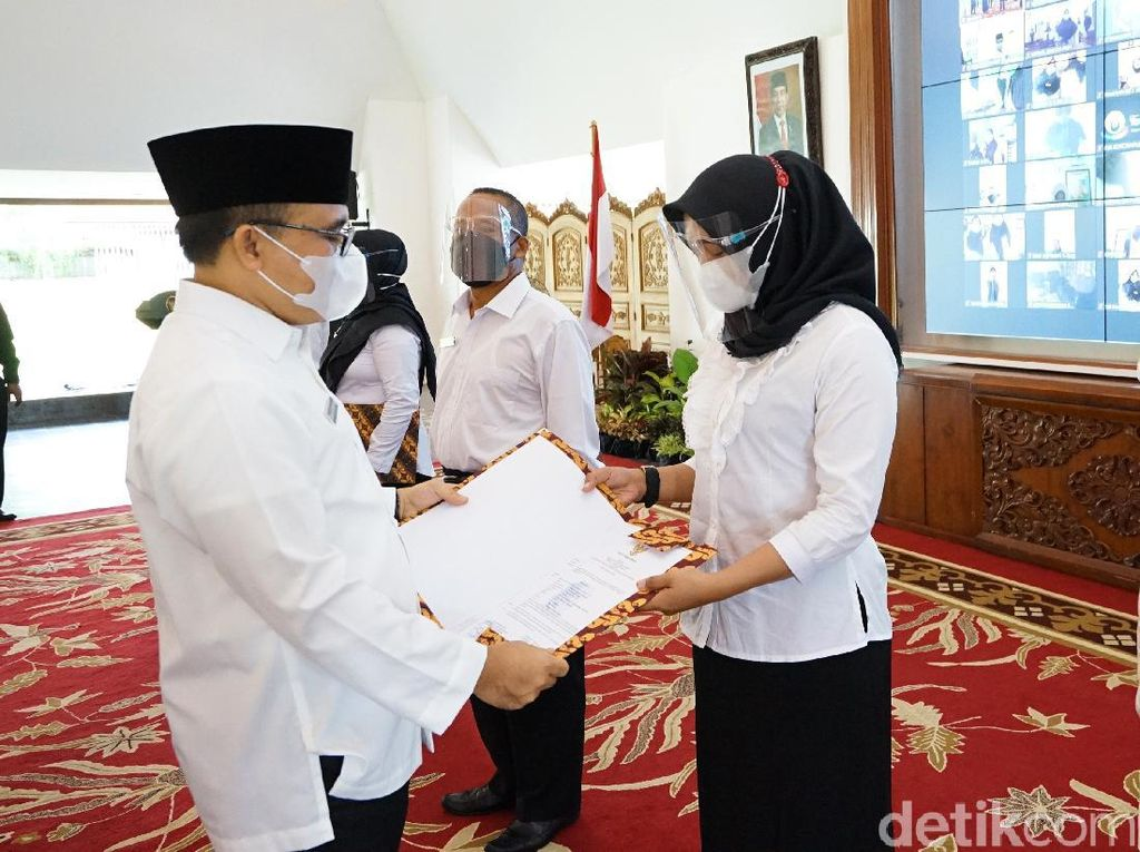 590 Tenaga Honorer II Banyuwangi Terima SK Pegawai Pemerintah Perjanjian Kerja