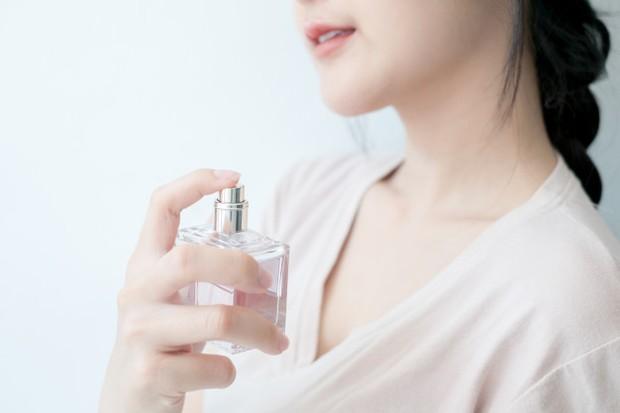 Cara pakai parfum yang benar