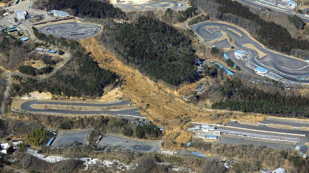 Penampakan Tanah Longsor Akibat Gempa di Jepang