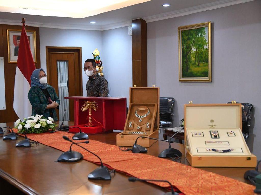 Ini 12 Barang Gratifikasi Rp 8,7 M yang Dilaporkan Jokowi