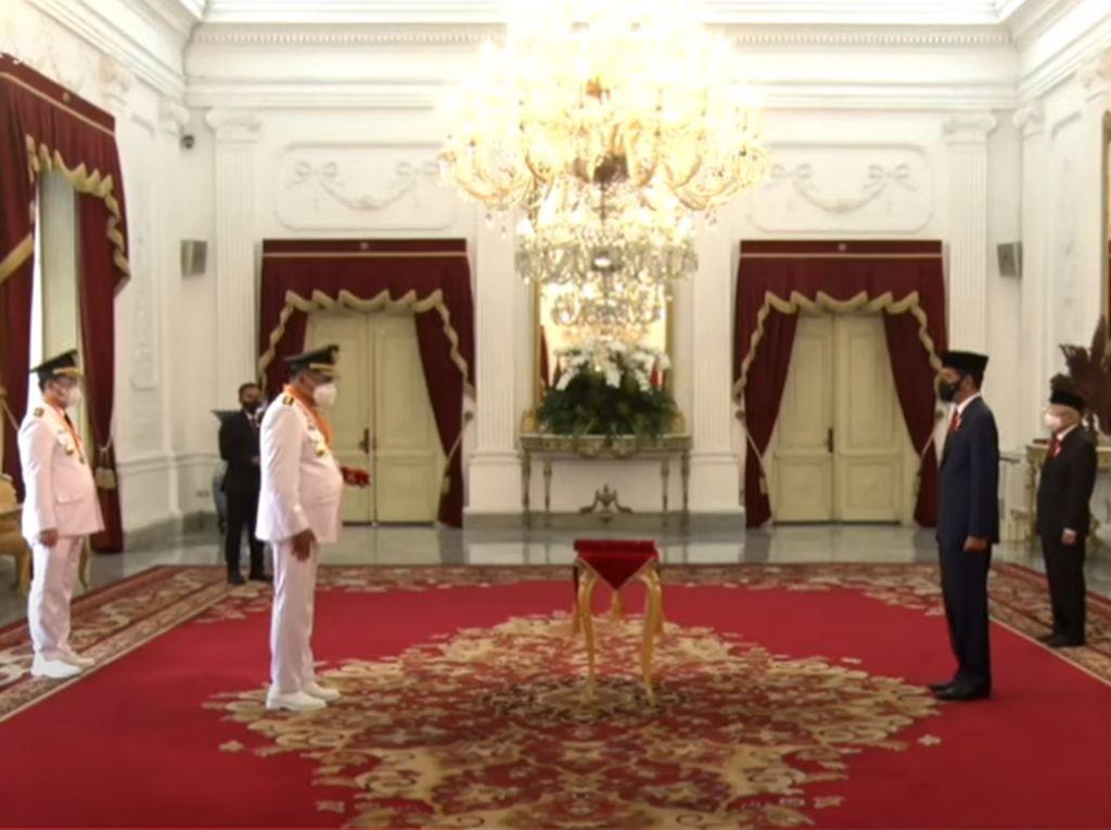 Momen Jokowi Lantik Dua Gubernur di Istana