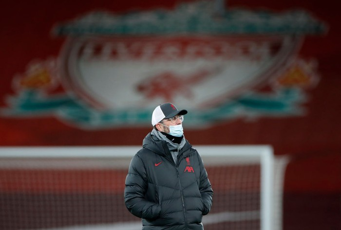 LIVERPOOL, ENGLAND - DECEMBER 16: Jurgen Klopp, Manager of Liverpool wears a face mask as he looks on during the warm ups prior to the Premier League match between Liverpool and Tottenham Hotspur at Anfield on December 16, 2020 in Liverpool, England. A limited number of fans (2000) are welcomed back to stadiums to watch elite football across England. This was following easing of restrictions on spectators in tiers one and two areas only.  (Photo by Clive Brunskill/Getty Images)