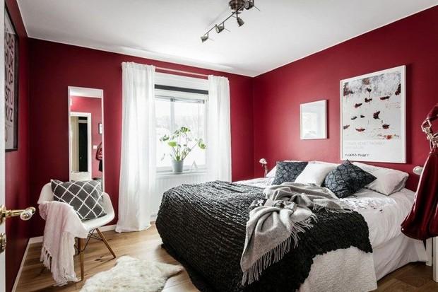 Kamar Cat Merah