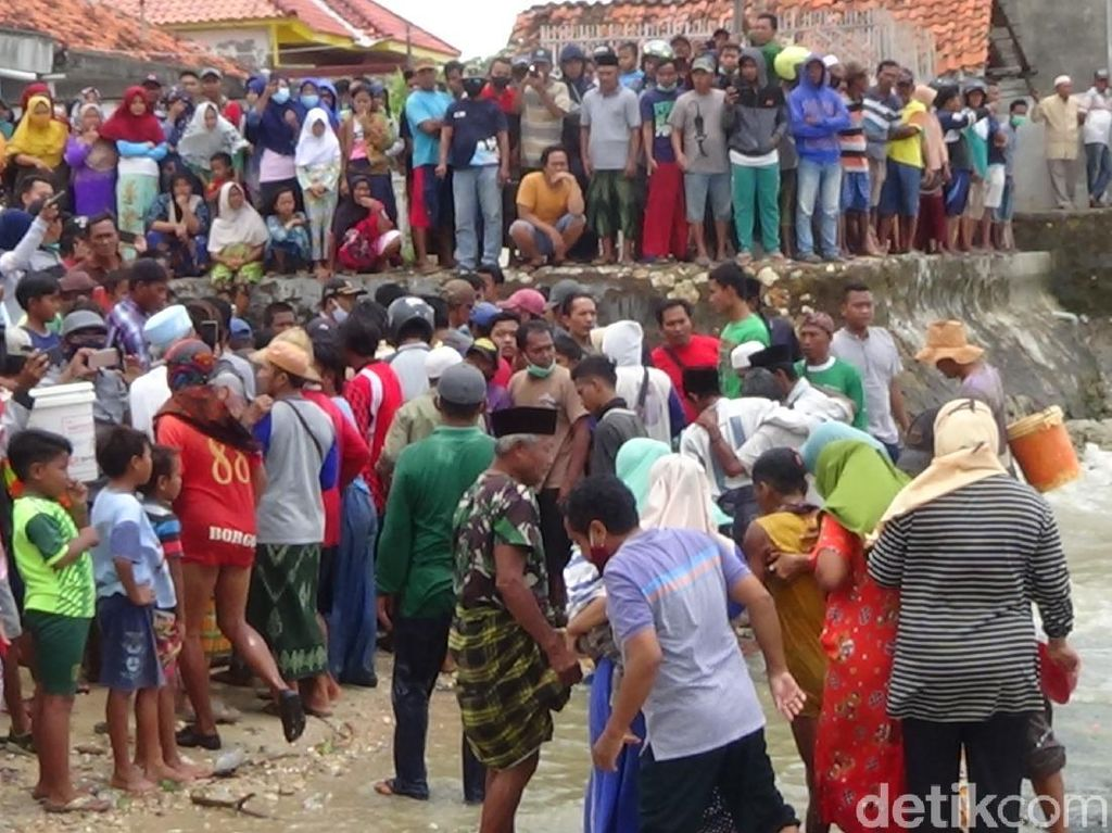 14 ABK Selamat Kapal Nelayan Tenggelam di Sumenep Disambut Gembira Keluarga