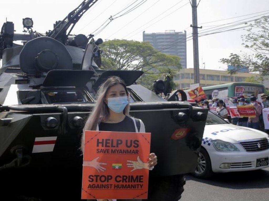 Pura-pura Mobil Mogok di Tengah Jalan Jadi Cara Demo di Myanmar