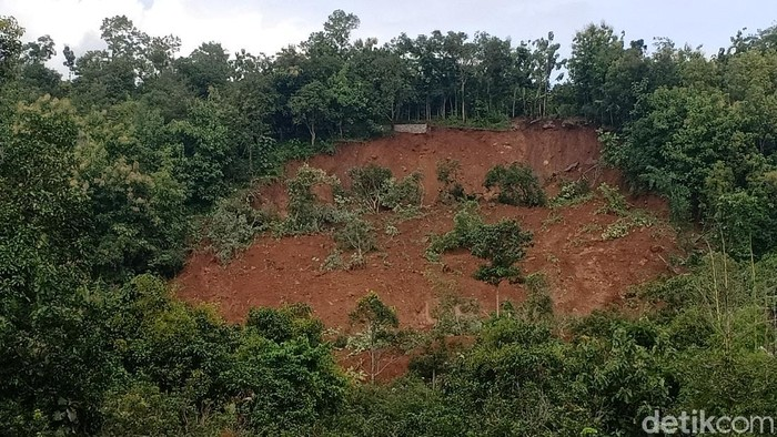 Tanah longsor di Nganjuk