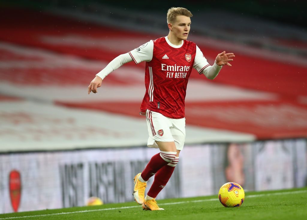 LONDON, ENGLAND - FEBRUARY 14: Martin Oedegaard of Arsenal runs with the ball  during the Premier League match between Arsenal and Leeds United at Emirates Stadium on February 14, 2021 in London, England. Sporting stadiums around the UK remain under strict restrictions due to the Coronavirus Pandemic as Government social distancing laws prohibit fans inside venues resulting in games being played behind closed doors. (Photo by Julian Finney/Getty Images)