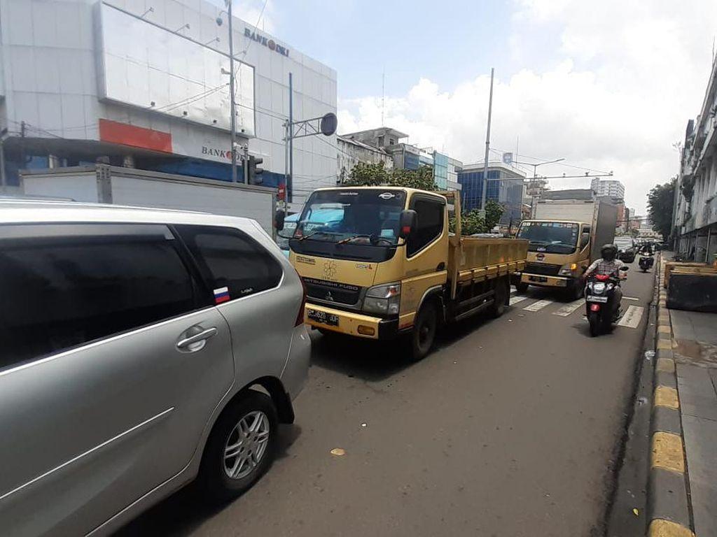 Lalin Sekitar Kota Tua Ditutup, Jl Pintu Besar Selatan-Pasar Asemka Macet