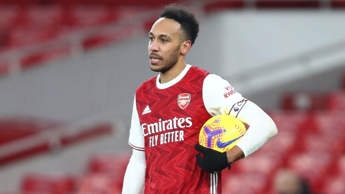 LONDON, ENGLAND - FEBRUARY 14: Pierre-Emerick Aubameyang of Arsenal claims the match ball after scoring a hat-trick during the Premier League match between Arsenal and Leeds United at Emirates Stadium on February 14, 2021 in London, England. Sporting stadiums around the UK remain under strict restrictions due to the Coronavirus Pandemic as Government social distancing laws prohibit fans inside venues resulting in games being played behind closed doors. (Photo by Julian Finney/Getty Images)