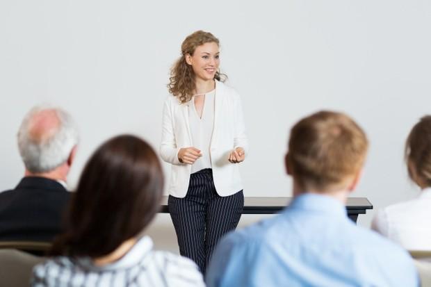 Profesi yang cocok untuk ditekuni tipe kepribadian ekstrovert.
