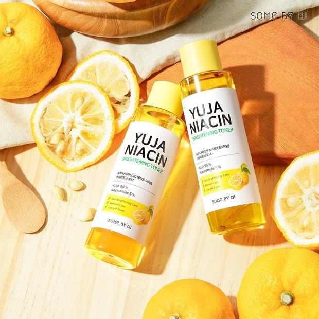 Bersihkan Wajah dengan Produk Toner Yuja Niacin dari Some By Mi