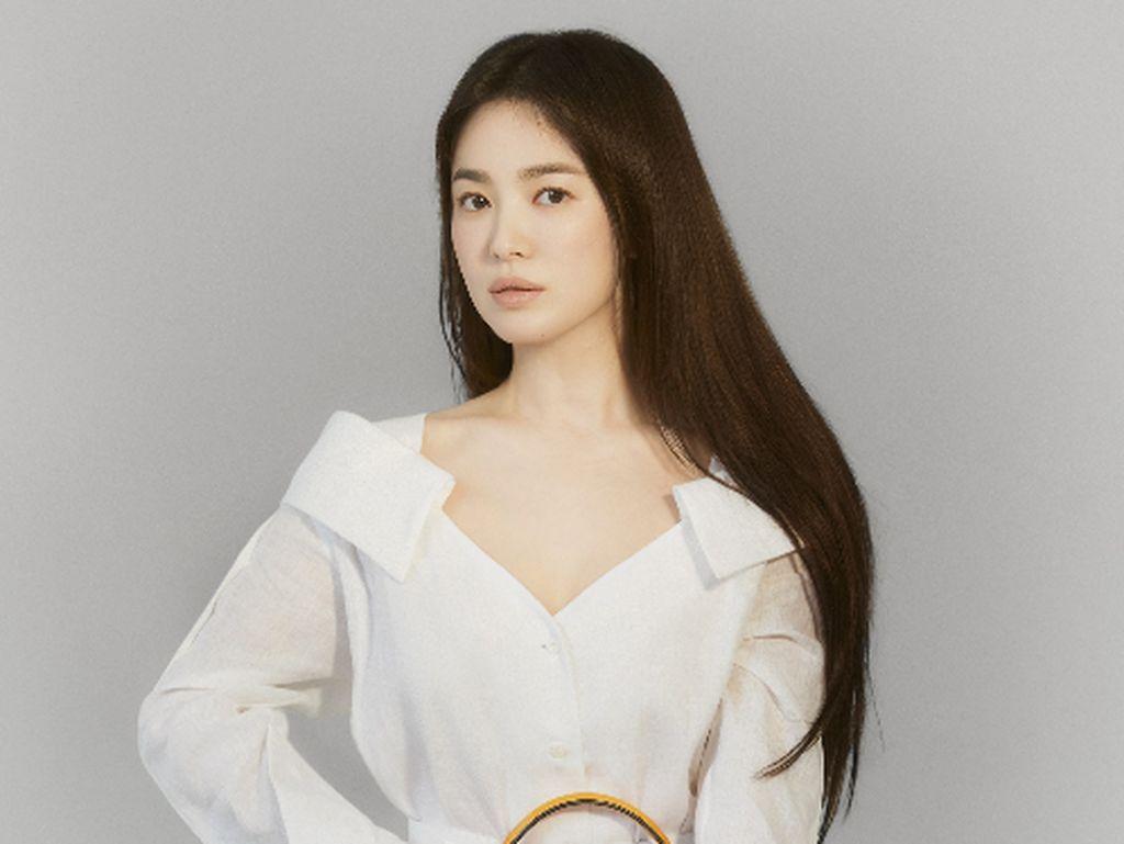 7 Foto Penampilan Terbaru Song Hye Kyo, Bak Dewi Saat Jadi Model Fendi