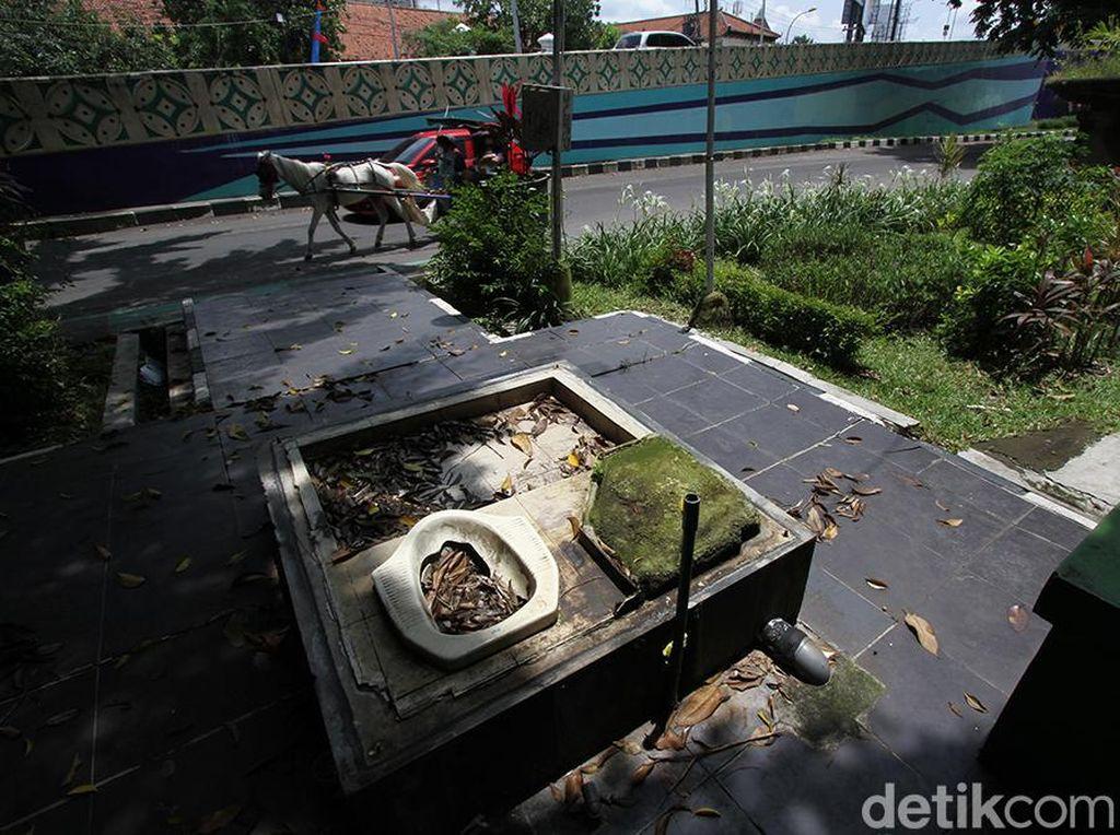 Viral Toilet Tanpa Dinding di Depan GOR Manahan Solo