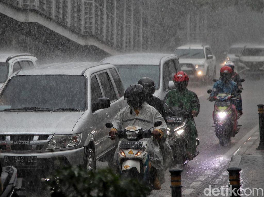 Prakiraan Cuaca DKI Hari Ini: Hampir Semua Wilayah Diguyur Hujan