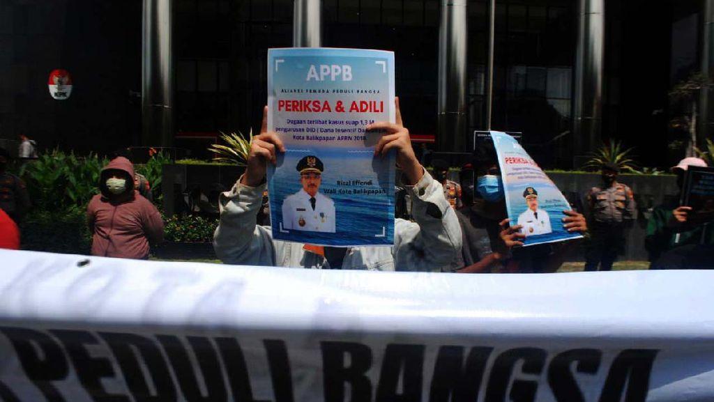 Aliansi Pemuda Penyelamat Bangsa Demo di Gedung KPK