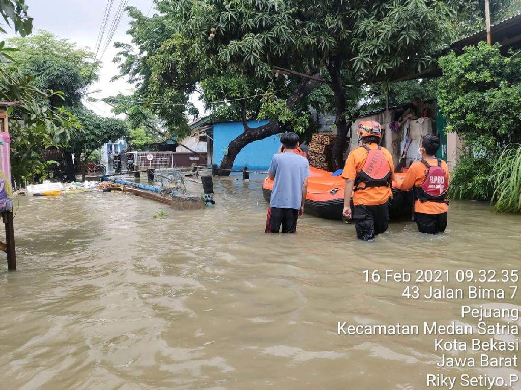 Kebanjiran, 28 Warga Medan Satria Bekasi Mengungsi