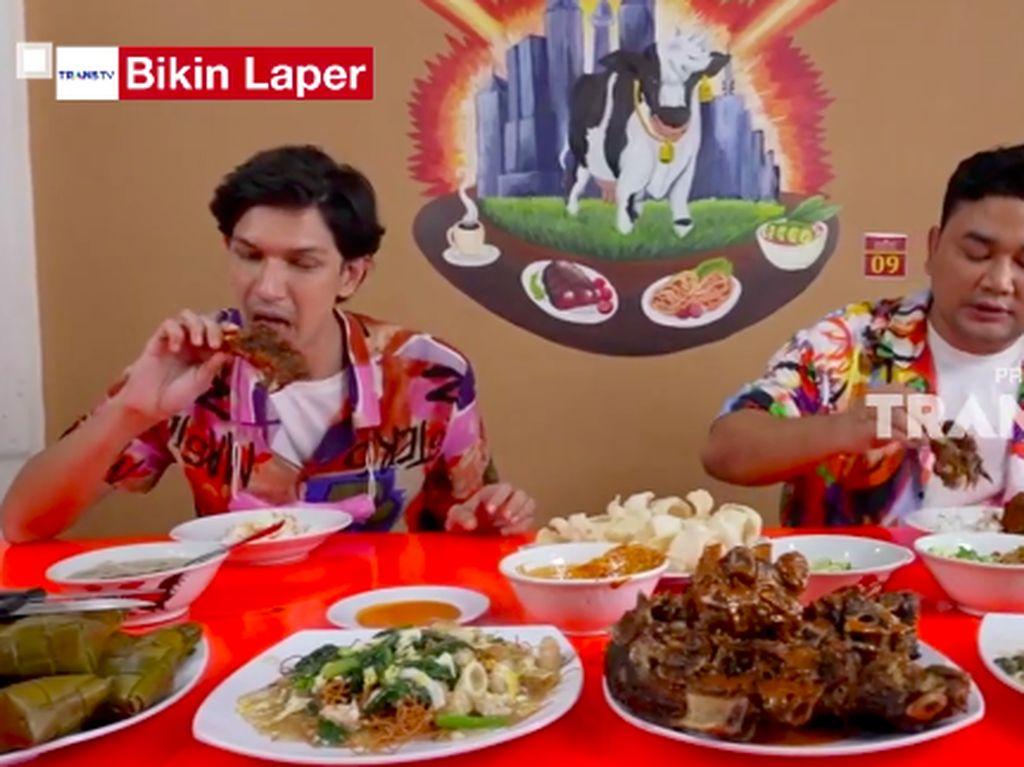 Bikin Laper! Dimas Beck Puas Makan Konro Bakar, Coto dan Mie Titi