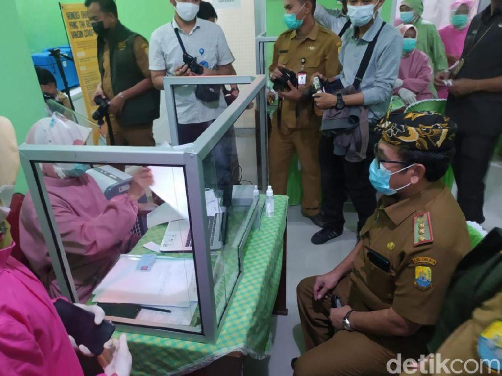 Belum Memenuhi Syarat, Bupati Cirebon Gagal Divaksinasi
