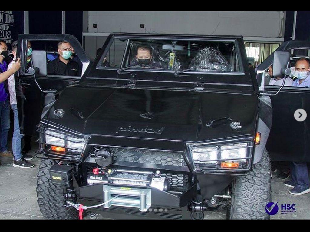 Beli Maung Pindad Jadi Kendaraan Dinas, Ini Koleksi Mobil Bupati Jember Hendy Siswanto