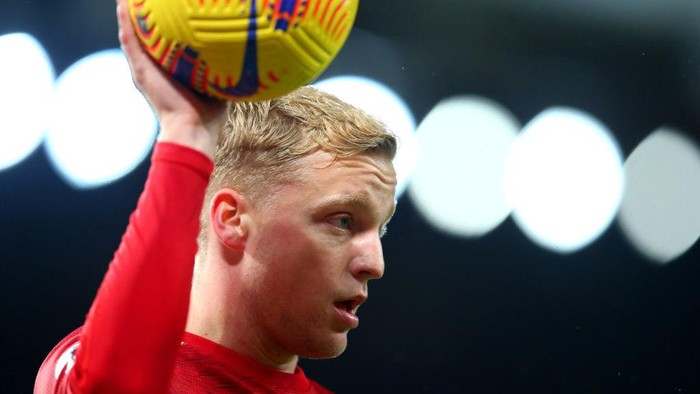 MANCHESTER, ENGLAND - NOVEMBER 21: Donny Van De Beek of Manchester United looks on with the Nike Flight Hi-Vis match ball during the Premier League match between Manchester United and West Bromwich Albion at Old Trafford on November 21, 2020 in Manchester, England. Sporting stadiums around the UK remain under strict restrictions due to the Coronavirus Pandemic as Government social distancing laws prohibit fans inside venues resulting in games being played behind closed doors. (Photo by Alex Livesey/Getty Images)
