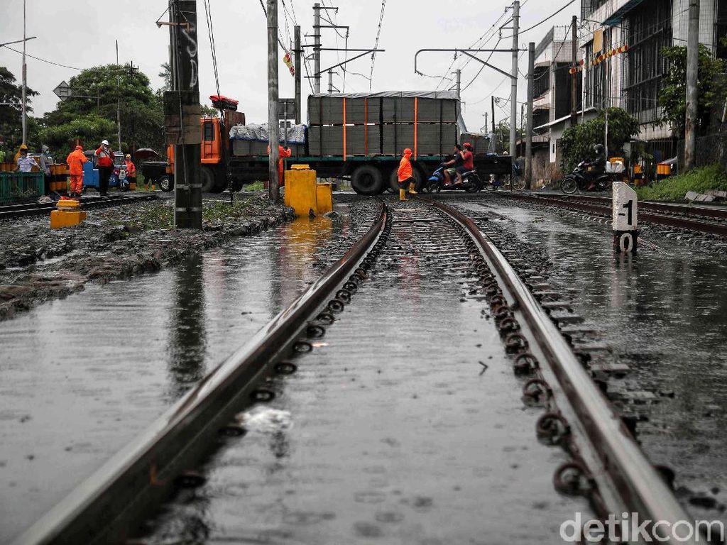 Perjalanan Kereta Api dari Yogya Ikut Terimbas Banjir Jakarta