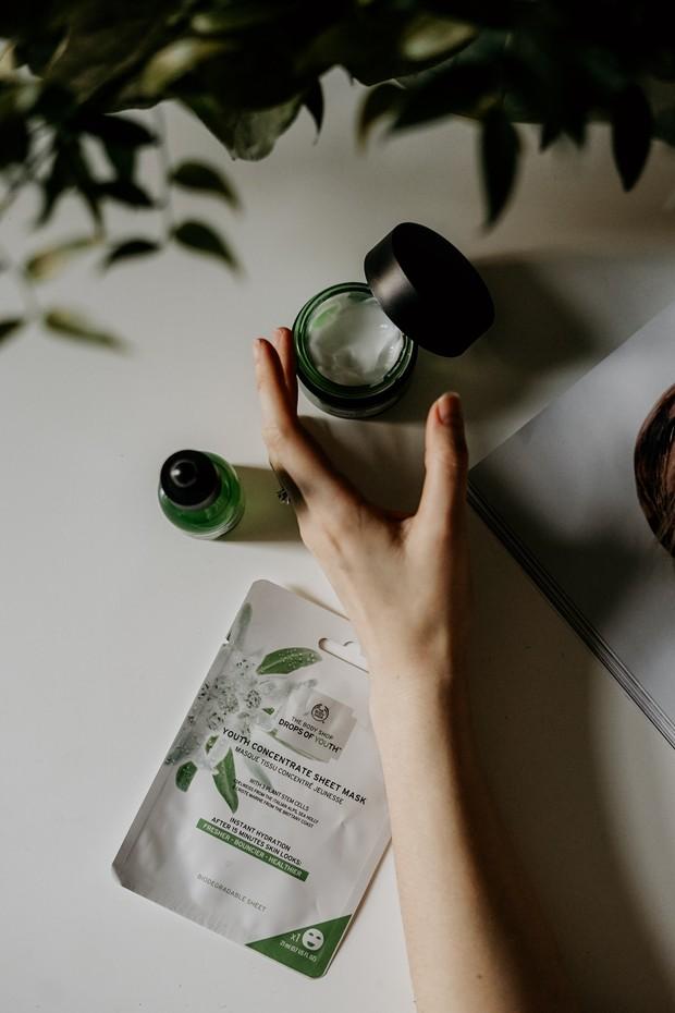 Beralih ke clean beauty dengan memperhatikan label ingredients.