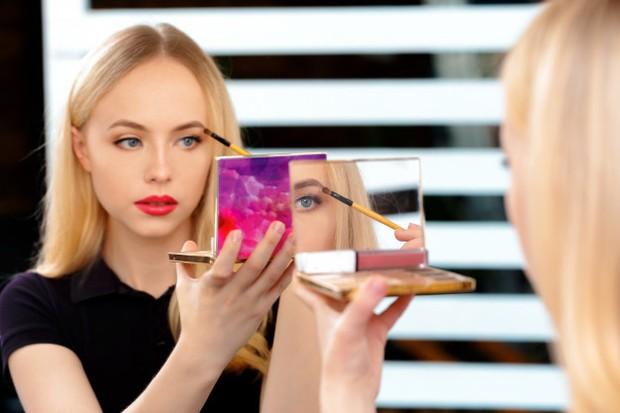 6 Zodiak yang Cocok Jadi Beauty Influencer