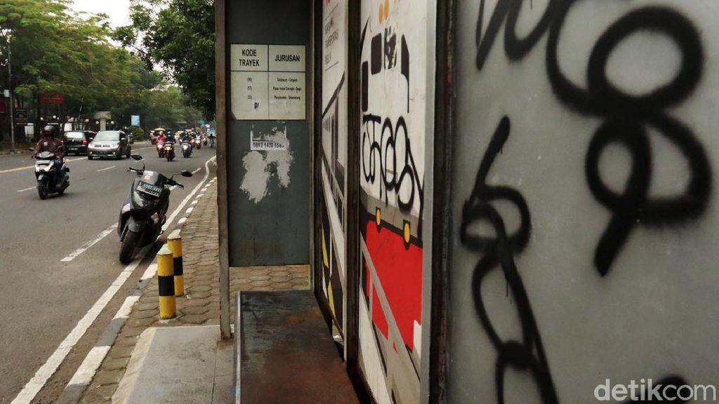 Halte di Kota Bandung Jadi Sasaran Vandalisme