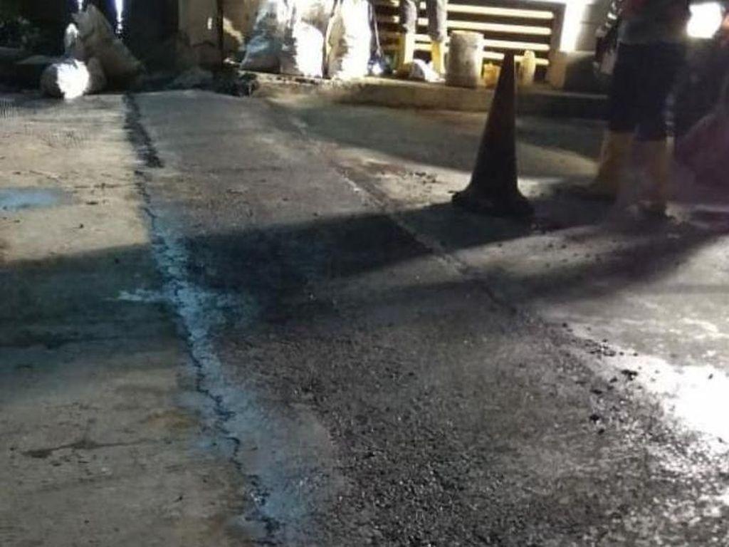 Jalan Rusak di Jembatan BSK Jl KH Noer Ali Kalimalang Diperbaiki