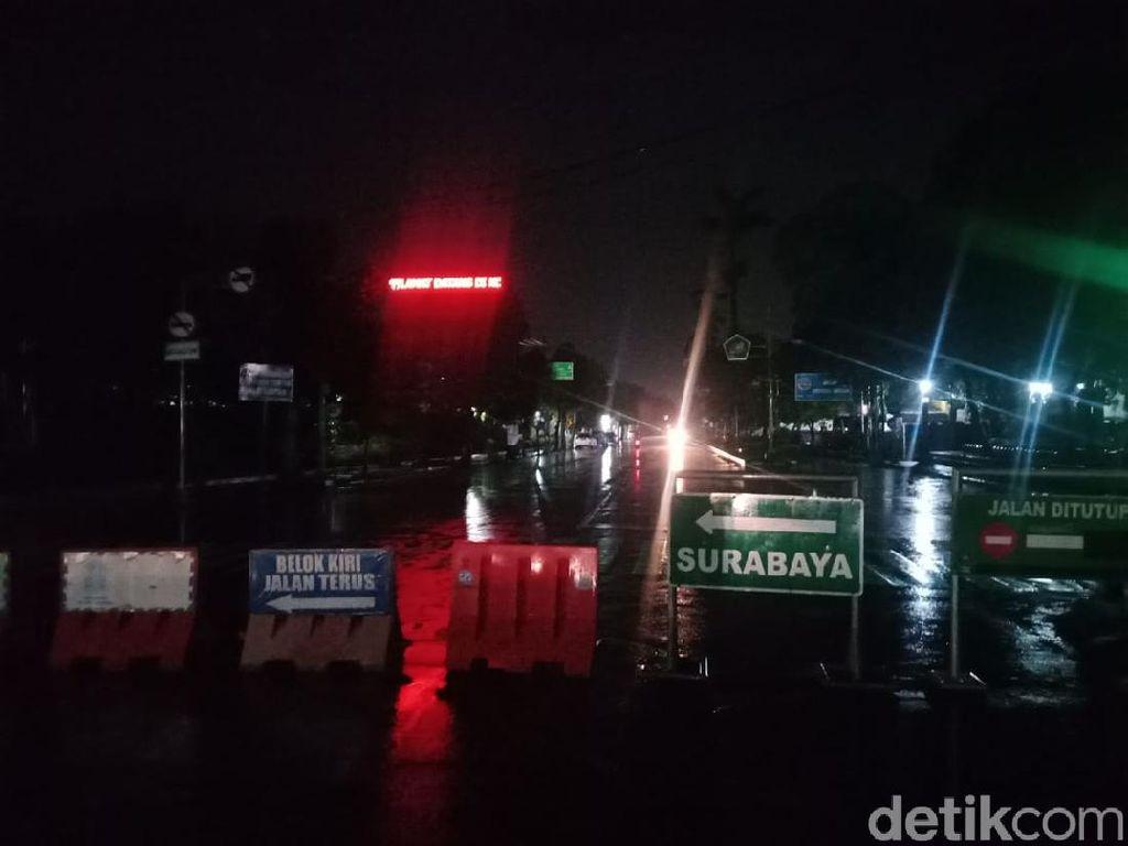 Jam Malam Disertai Pemadaman Lampu Jalan di Jombang Diprotes PKL