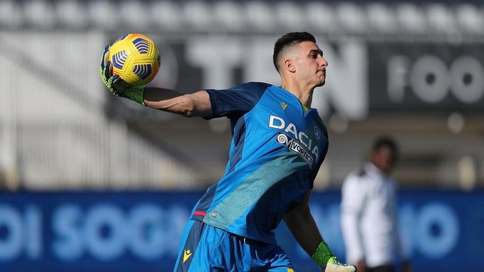 LA SPEZIA, ITALY - JANUARY 31: Juan Musso of Udinese Calcio in action during the Serie A match between Spezia Calcio  and Udinese Calcio at Stadio Alberto Picco on January 31, 2021 in La Spezia, Italy.  (Photo by Gabriele Maltinti/Getty Images)