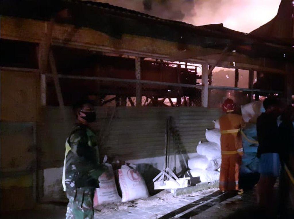 Pabrik Penggilingan Padi di Sukabumi Dilalap Api
