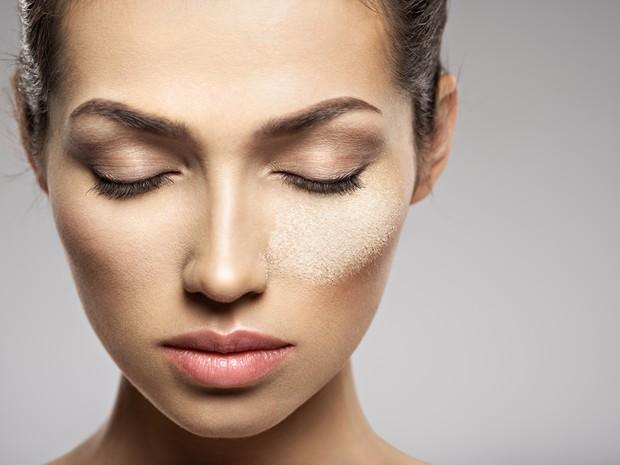 Melembabkan kembali kulit yang kering dengan rutin melakukan perawatan menggunakan temulawak.