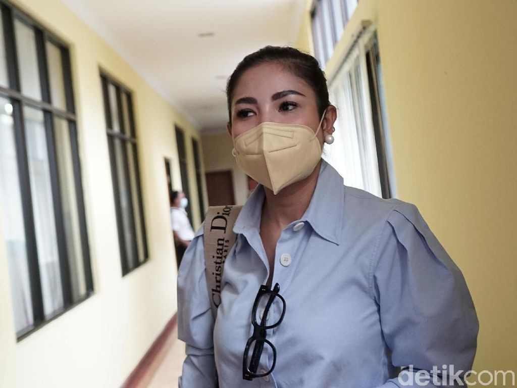 Nindy Ayunda Butuh Waktu Lama untuk Bongkar KDRT Suami