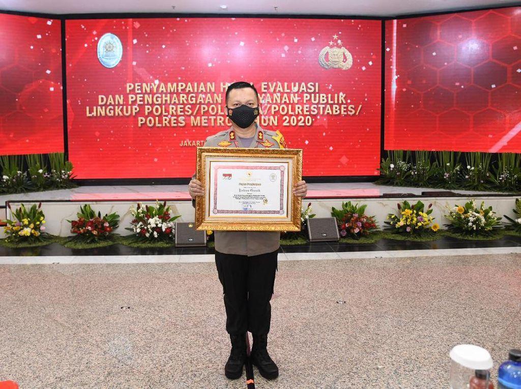 Layanan Online Polres Gresik Diganjar Penghargaan Pelayanan Publik Menpan RB