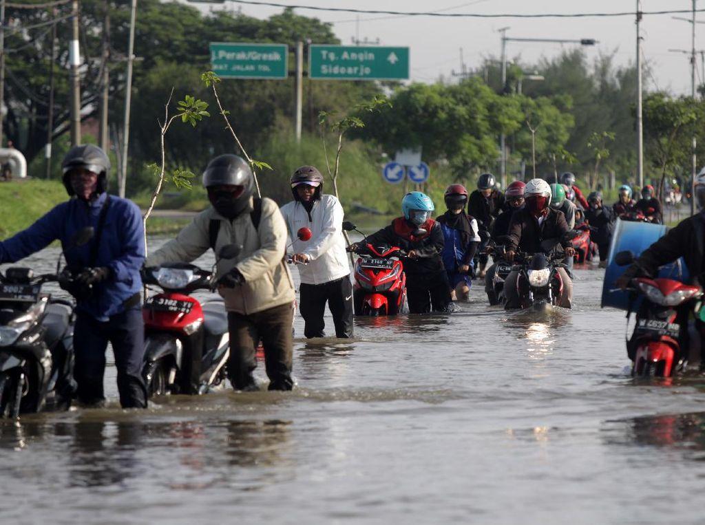 Potret Banjir Sidoarjo yang Lumpuhkan Lalu Lintas