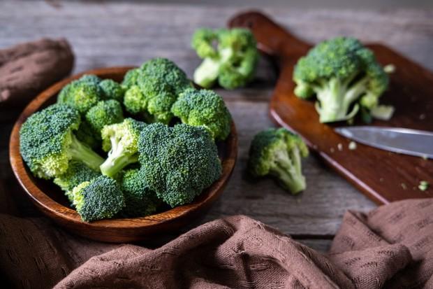 Sepertinya hampir semua masalah kesehatan dapat diatasi dengan konsumsi sayuran berdaun hijau secara teratur.