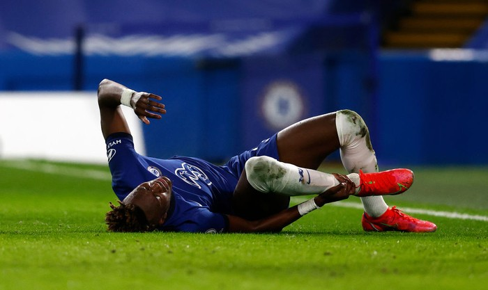 LONDON, ENGLAND - FEBRUARY 15: Tammy Abraham of Chelsea reacts after a collision leading to him going off injured during the Premier League match between Chelsea and Newcastle United at Stamford Bridge on February 15, 2021 in London, England. Sporting stadiums around the UK remain under strict restrictions due to the Coronavirus Pandemic as Government social distancing laws prohibit fans inside venues resulting in games being played behind closed doors. (Photo by Adrian Dennis - Pool/Getty Images)