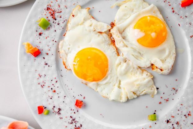 Selain berkontribusi secara substansial untuk menjaga kesehatan reproduksi tubuh, telur juga meningkatkan kadar estrogen dalam tubuh.
