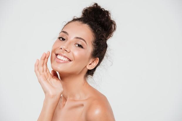 Memanfaatkan temulawak untuk menghaluskan kulit wajah agar semakin cantik.