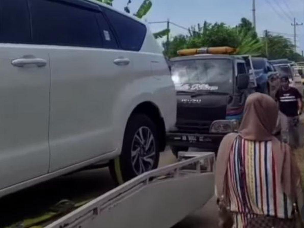 Viral! Satu Desa Borong Mobil Pakai Uang Ganti Rugi Kilang di Tuban