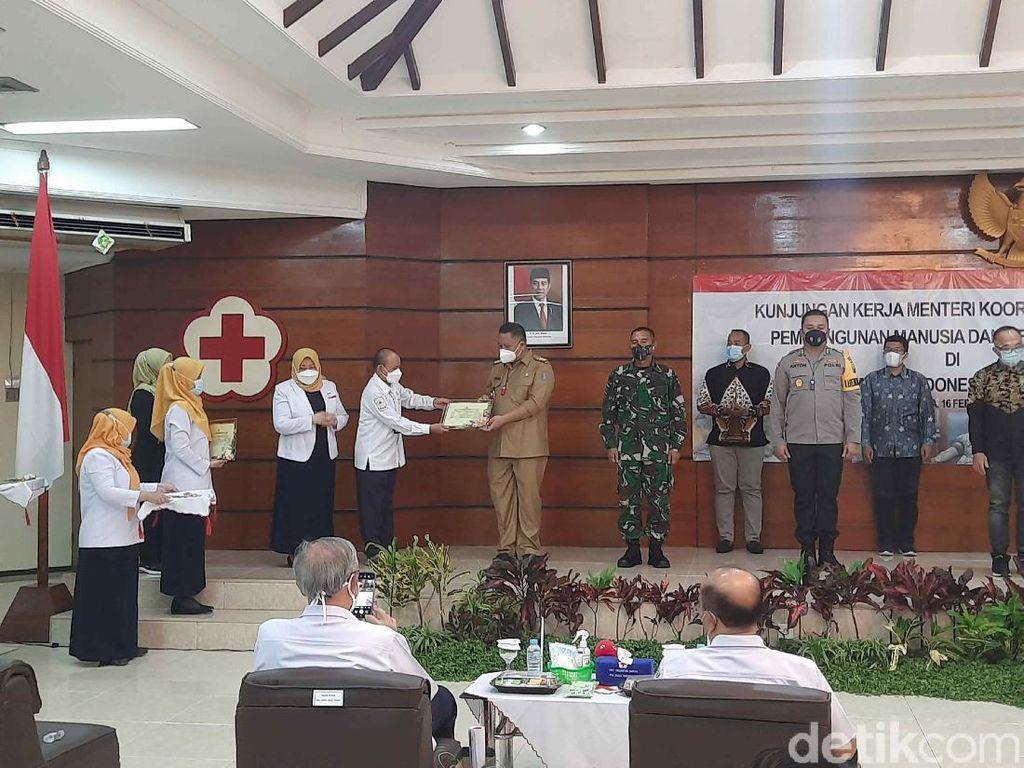 Inisiator Donor Plasma Konvalesen, Wali Kota Whisnu Raih Penghargaan PMI
