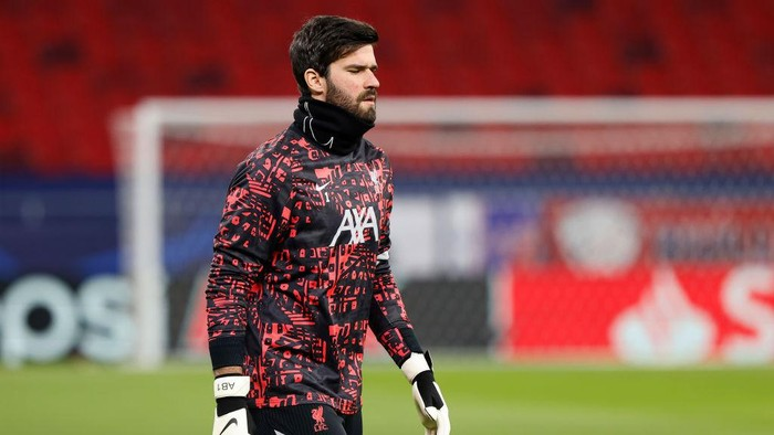 BUDAPEST, HUNGARY - FEBRUARY 16: Alisson of Liverpool warms up prior to the UEFA Champions League Round of 16 match between RB Leipzig and Liverpool FC at Puskas Arena on February 16, 2021 in Budapest, Hungary. Liverpool face RB Leipzig at a neutral venue in Budapest behind closed doors after Germany imposed a ban on travellers arriving from the UK in an effort to prevent the spread of Covid-19 variants. (Photo by Laszlo Szirtesi/Getty Images)