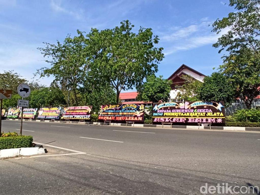 Deretan Ucapan Selamat Aceh Juara Termiskin se-Sumatera di Kantor Gubernur