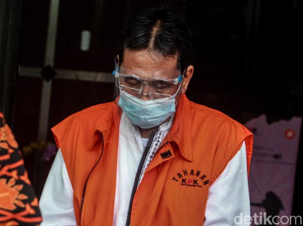 Eks Anggota DPRD Jabar Abdul Rozak Muslim Tertunduk di KPK
