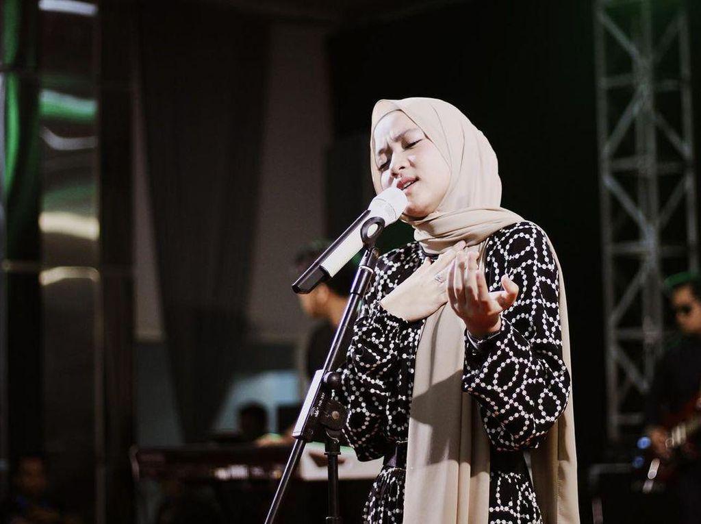 9 Fakta Karier Nissa Sabyan: dari SMK Ototronik hingga Honor Fantastis