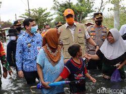 Jawa Tengah Dilanda Banjir, Ganjar: Salahkan Gubernur